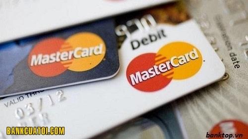the mastercard vietcombank co rut tien duoc khong